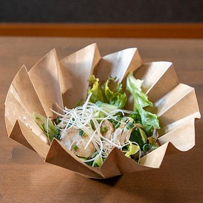 蒸し鶏の特製ピリ辛葱ソース